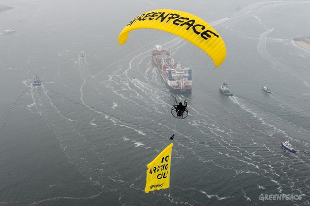 Greenpeace protests Arctic oil in the Port of Rotterdam. © Greenpeace.