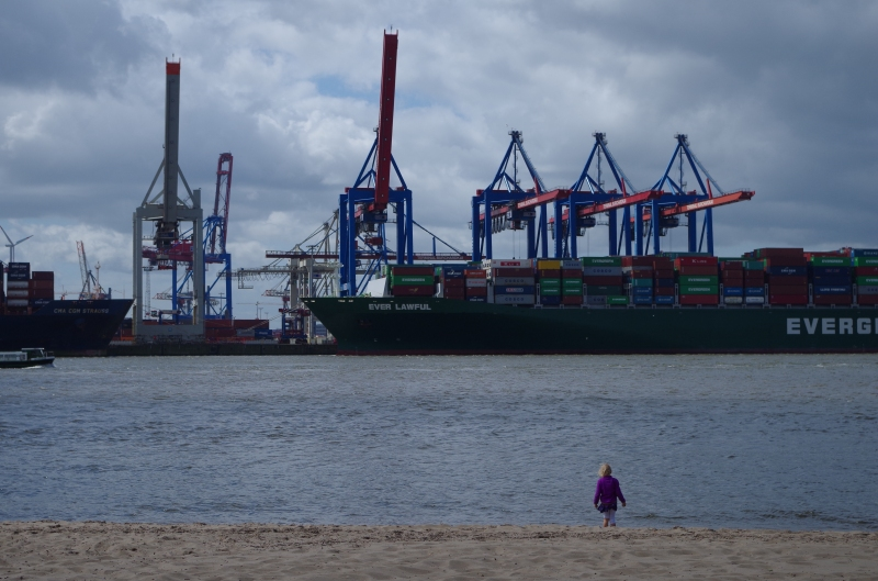 Watching the Singaporean ship Ever Lawful be unloaded in the Port of Hamburg. © Mia Bennett 2014.