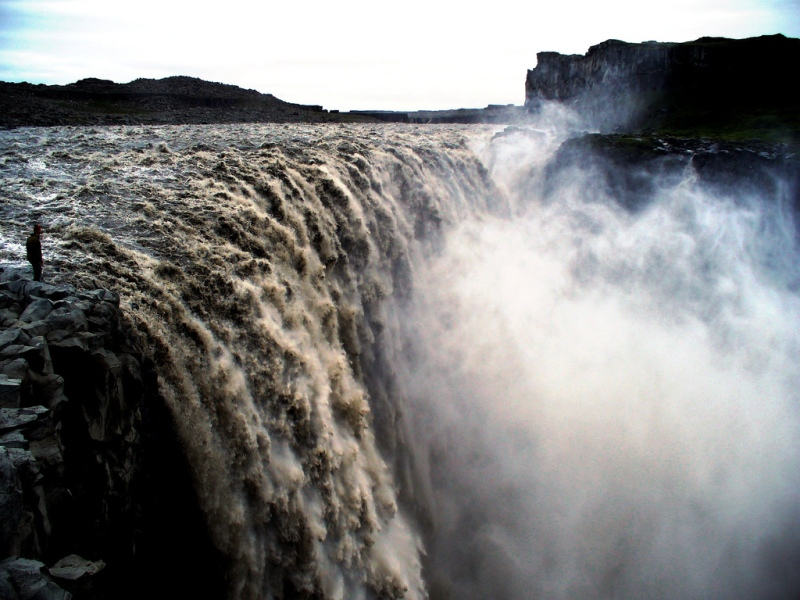 If Hálslon Reservoir overflows, it can generate a waterfall more powerful than Dettifoss. Photo: Flickr/Richard Gould.
