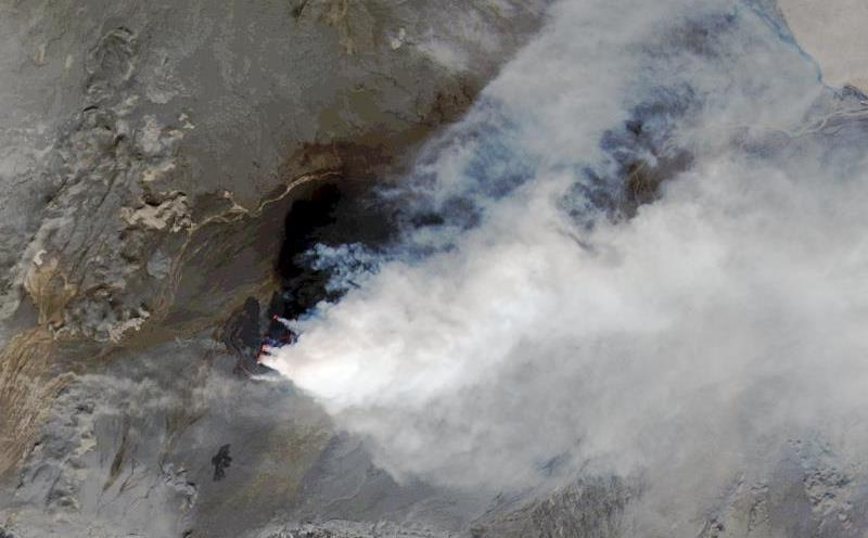 A close-up of the ash cloud and underlying lava. September 6, 2014. NASA/USGS.