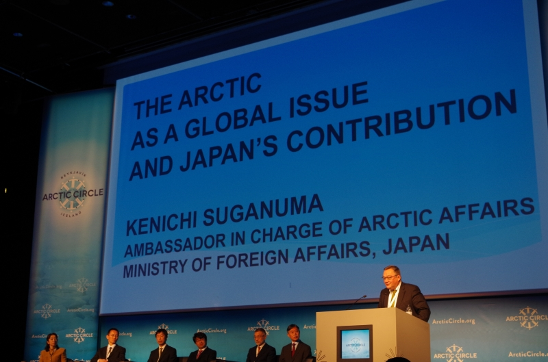Former Greenlandic Premier Kuupik Kleist introduces the delegation from Japan, and worlds collide. © Mia Bennett