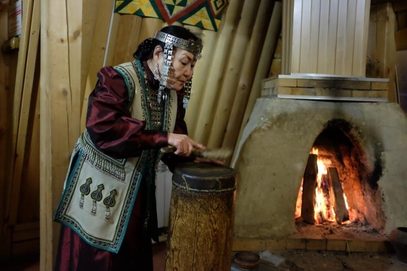 Yakutsk_Woman_Traditional