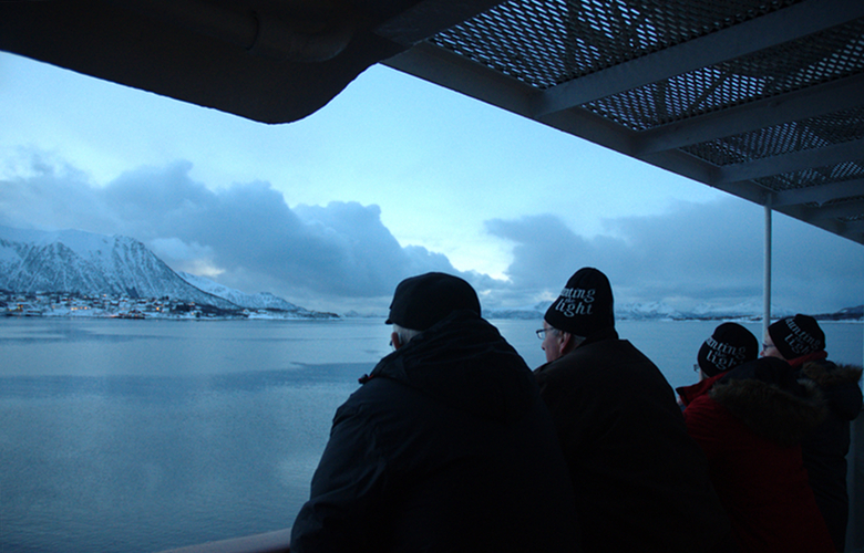 hurtigruten-tourists