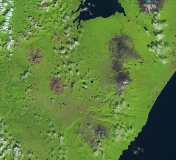 kamchatka-russia-volcanoes-sentinel-2
