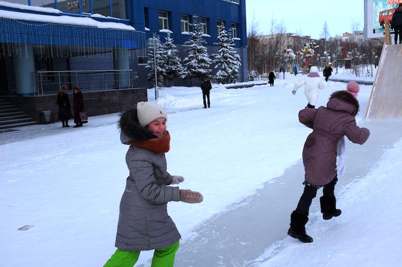 snowballs-siberia-mirny-city-sakha