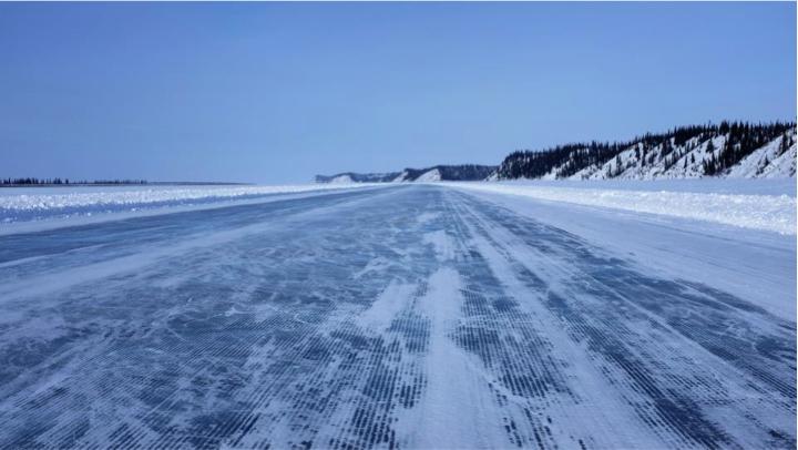 inuvik-tuk-ice-road-nwt-canada-arctic