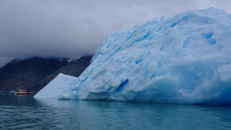 iceberg-ship-greenland